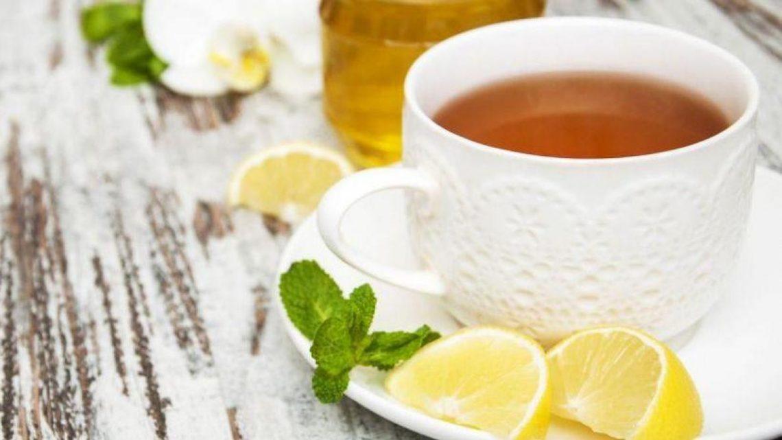 Sucrer le thé et le café avec du miel